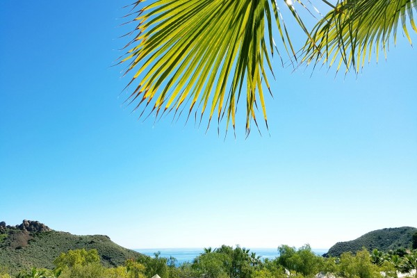Vista de playa Macenas desde el camping